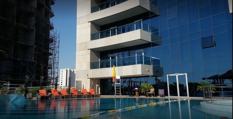 Copthorne Hotel Dubai swimming pool